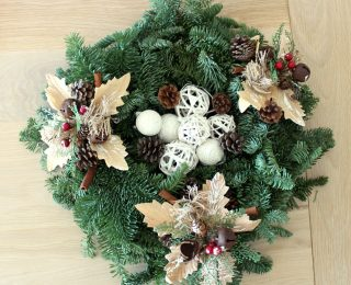 Quick & Easy Christmas Wreath centrepiece idea…